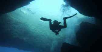 "Diving Belize`s ""Great Blue Hole"""